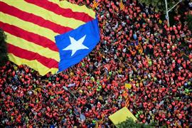 الألاف في شوارع برشلونة للمطالبة باستقلال كتالونيا