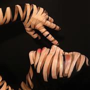 الرسم على الجسد فنانة كورية تخطف الأضواء بأعمالها الفنية