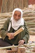 عم امام رجل التسعين يصنع الاقفاص بالشرقية