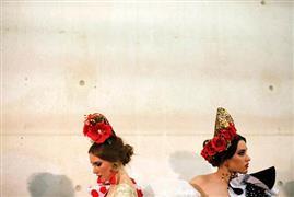 عرض أزياء الفلامنكو الدولي  في مدينة إشبيلية الإسبانية