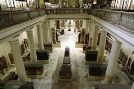 وزير الآثار يتفقد أعمال التطوير بالمتحف المصري بالتحرير