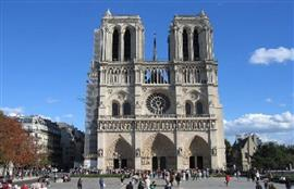 كاتدرائية نوتردام التاريخية بالعاصمة الفرنسية باريس