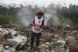 الفنزويليون يبحثون عن احتياجاتهم في مقالب القمامة