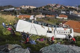انقلاب أوتوبيس سياحي في جزيرة ماديرا البرتغالية