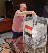 إقبال المصريون على التصويت في استفتاء التعديلات الدستورية في الإمارات