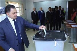 الوزراء يدلون بأصواتهم في الاستفتاء على التعديلات الدستورية