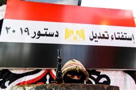 استمرار توافد المصريين على اللجان في اليوم الثاني للاستفتاء على تعديل الدستور