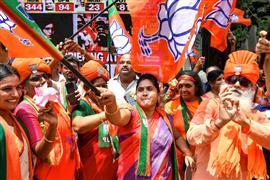 احتفالات في الهند بالفوز التاريخي لحزب رئيس الوزراء ناريندرا مودي