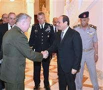الرئيس السيسي يستقبل قائد القيادة المركزية الأمريكية
