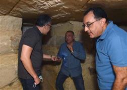 رئيس الوزراء داخل بئر أثري بسقارة
