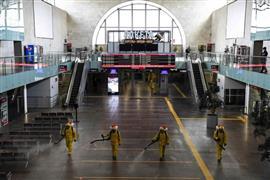 تطهير وتعقيم محطة القطارات الرئيسية في العاصمة الروسية موسكو