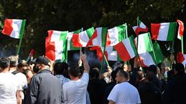 مظاهرات احتجاجية ومواجهات مع الشرطة في روما بسبب الأزمة الاقتصادية الناتجة عن فيروس كورونا في إيطالي