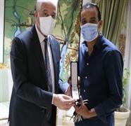 محافظ جنوب سيناء يستقبل حسام حسن خلال زيارته وأسرته لمدينة شرم الشيخ