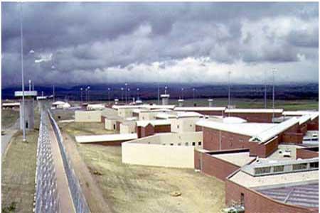 سجن اديكس- كولورادو- الولايات المتحدة-هو أكثر سجون العالم حراسة، وقد تم افتتاحه في العام 1994 ليستقبل من تتعدى مدة عقوبتهم الـ25 عاما. يتم السماح للسجناء بالخروج من زنزاناتهم لمدة 9ساعات في الأسبوع