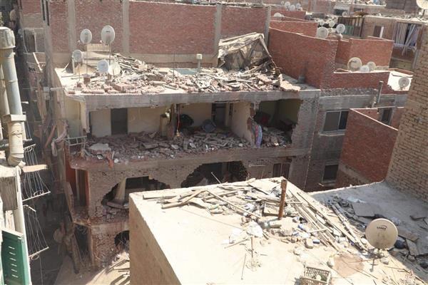 انهيار العقارات كارثة مؤجلة.. فساد المحليات المتهم الأول وعدم إزالة المباني الآيلة للسقوط يفاقم الأزمة