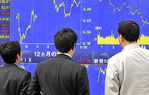 المؤشر توبكس الياباني يغلق عند قمة  عاما والمستثمرون يتطلعون لتعافي الاقتصاد