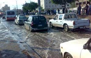 الأمطار الغزيرة تشل حركة المرور بالقاهرة.. والأرصاد تتوقع استمرار الطقس السيء 2012-634636880219465