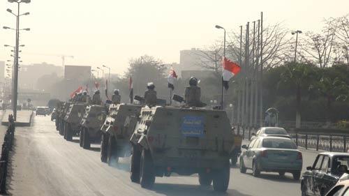 بالصور.. قوات الجيش تنتشر الشارع