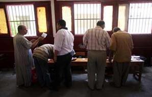 أنصار مرسي يتصدون لبلطجية اقتحموا
