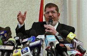 مرسي يرفع آذان العشاء ويؤم 2012-634747453122578190-257_main_thumb300x190.jpg