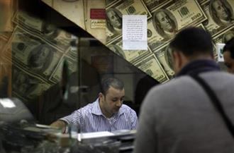 شركات صرافة: تجار السوق السوداء متواجدون بالمقاهي.. والدولار فوق مستوى الـ١٤ جنيهًا