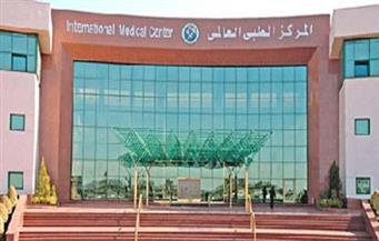المركز الطبي العالمي يستضيف خبيرا إنجليزيا في جراحة العيون