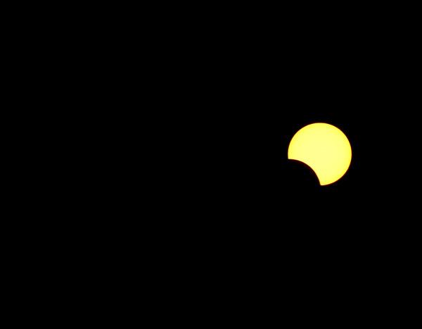 2013 635191047076669761 666 صور الكسوف الجزئي للشمس الذى تحول الى كسوف كلي فى مصر 3 11 2013