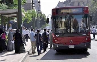 شلل مروري أمام جامعة القاهرة بعد تعطل أتوبيس عام