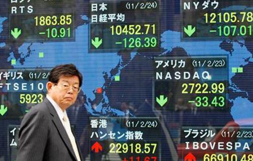 أسهم اليابان تبلغ قمة  عقود مع إعلان رئيس الوزراء التنحي عن منصبه