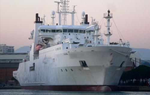 سفينة فرنسية تبدأ مهمة إصلاح