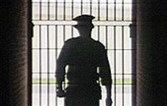 القبض على عصابة انتحلوا صفة رجال شرطة والاستيلاء على مليون جنيه من شخص بالبساتين