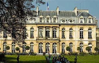 قصر الإليزيه يعترف بحصول حلاق هولاند على راتب يقارب 10 آلاف يورو شهريًا