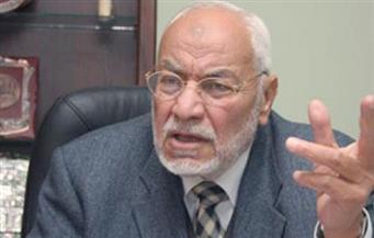 """النيابة تُخلي سبيل نجلي مهدي عاكف في قضية """"تمويل جماعة الإخوان"""""""