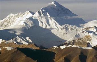 """من أعلى جبال الثلج في العالم.. """"قمة إيفرست"""" تكشف أسرارا غريبة لأشعة الشمس على الأرض"""