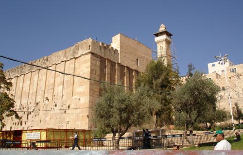 قوات الاحتلال الإسرائيلي تغلق الحرم الإبراهيمي بذريعة احتفالات عيد العرش اليهودي