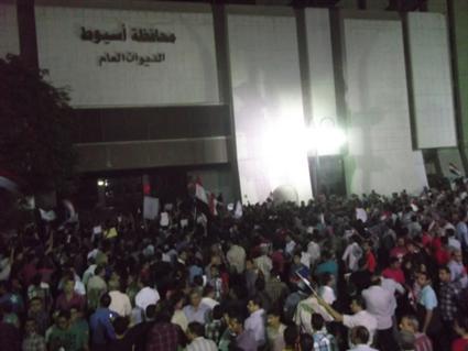 http://gate.ahram.org.eg/Media/News/2013/6/30/2013-635082292526059483-605_main.JPG