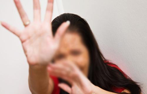 السجن المشدد  عامًا للمتهمين الثلاثة باستدراج فتاة واغتصابها داخل فيلا بالساحل الشمالي
