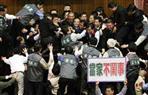 شجار نسائى يتحول لمعركة داخل برلمان تايوان | فيديو