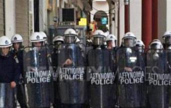 الشرطة اليونانية تستخدم الغاز المسيل للدموع لتفريق مدرسين محتجين