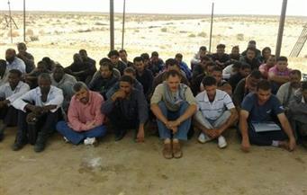 ضبط 111 شخصًا  بينهم 6 أطفال حاولوا التسلل إلى ليبيا عبر الدروب الصحراوية بجنوب السلوم