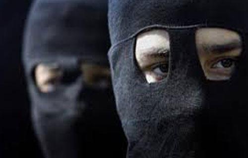 ملثمون وراء السطو المسلح على محل مجوهرات بحدائق الأهرام | فيديو