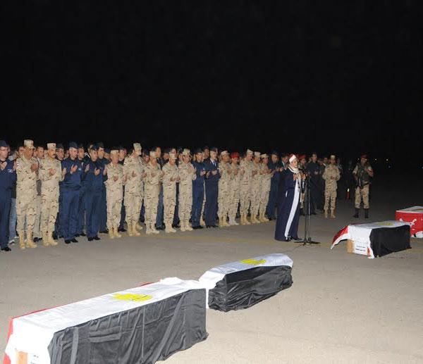 بالصور.. السيسي يتقدم جنازة شهداء الواجب ضحايا الطائرة العسكرية التي سقطت بشمال سيناء 2014-635263305923582592-358