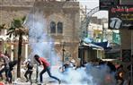 إصابة فلسطينيين بالرصاص المطاطي والاختناق خلال مواجهات مع الاحتلال ومستوطنيه بنابلس