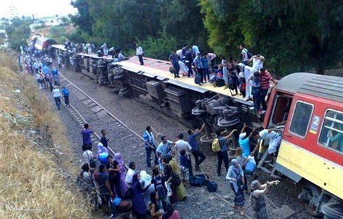 3fc91d0fe السرعة المفرطة ضمن الأسباب الأولية .. قتيل و57 جريحا في انحراف قطار مسافرين  بالجزائر