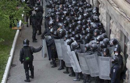 إجراءات أمنية مشددة بمحيط الكنائس وخبراء المفرقعات يمشطون الشوارع