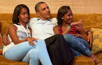 بالفيديو.. أوباما يغني لابنته في عيد ميلادها