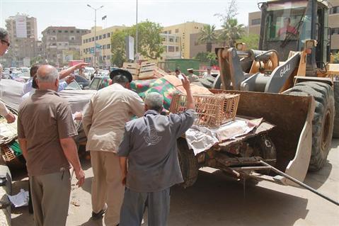 رفع 97 حالة إشغال وإزالة 35 حاجزًا خرسانيًا بالطريق العام في مدن الغربية