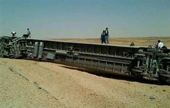 """انقلاب قطار بضائع بـ""""المرازيق"""" دون إصابات"""