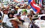 آلاف يحتجون في بانكوك للمطالبة باستقالة الحكومة وإصلاح الملكية