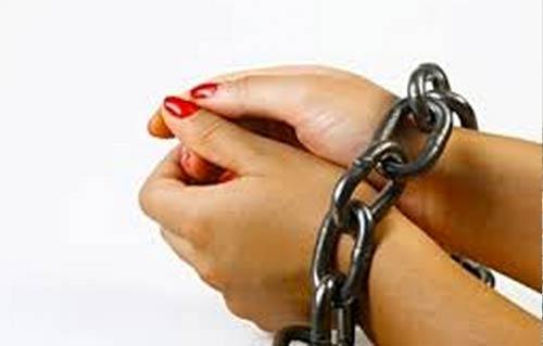 ضبط سيدتين لتصرفهما في السلع التموينية الخاصة بالمواطنين بسوهاج